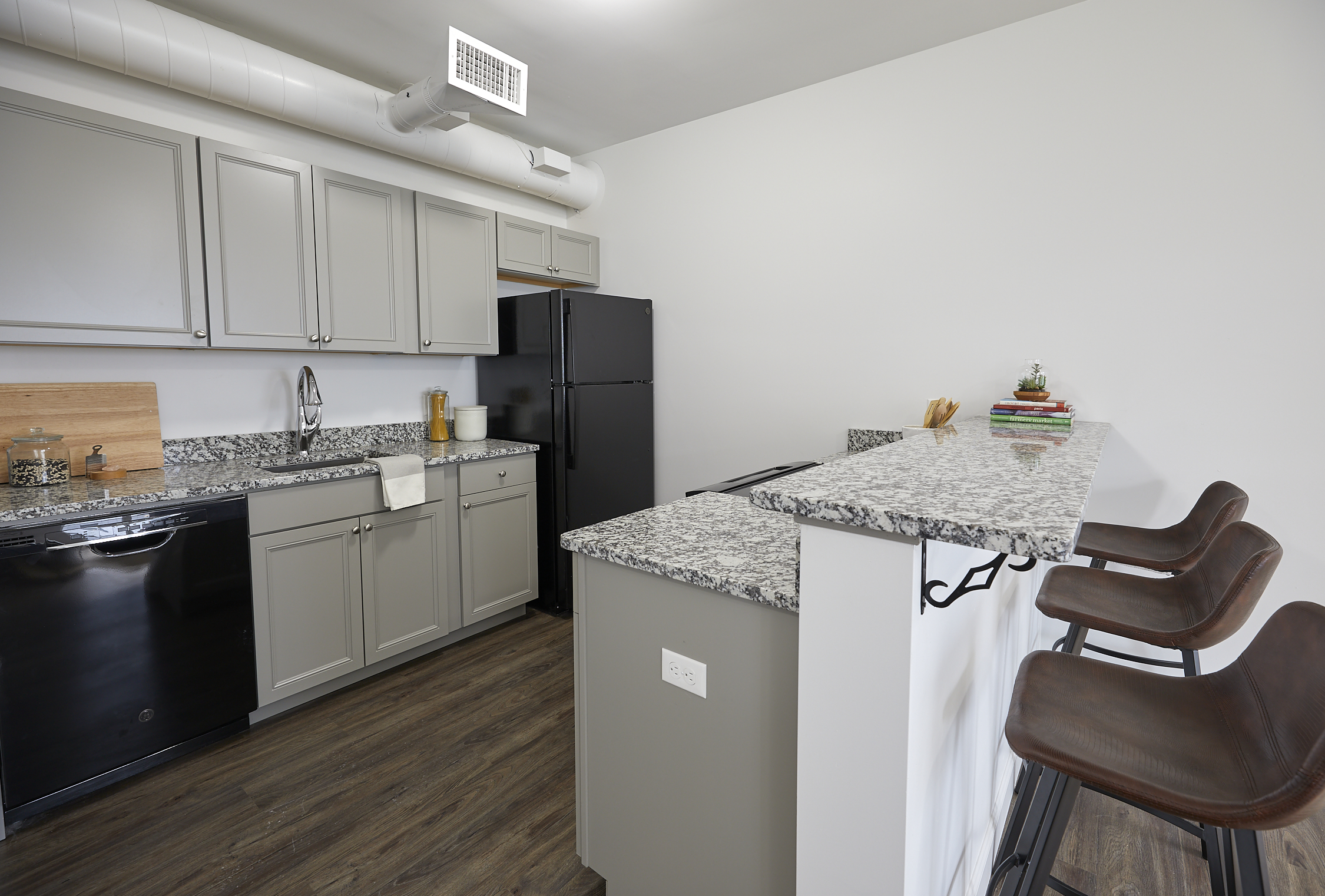 132 Marginal Way – The Linden – Apartment 213  **Open Concept! City Views! New Remodel!**